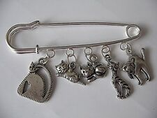 THE PERFECT GIFT FOR ALL CAT LOVERS GORGEOUS BROOCH/KILT PIN WITH 5 CAT CHARMS