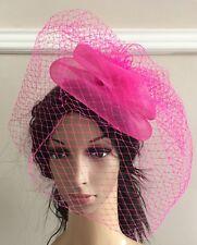 61f9aaf61a6e Rosa Caldo Fascinator Con Velo francese clip capelli Velo da sposa la  vedova funural Cappello RACE