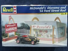 REVELL McDONALD'S DIORAMA & '32 FORD STREET ROD 1/24 SCALE PLASTIC MODEL KIT A1