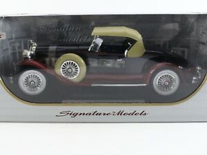 1930 Packard Boattail Speedster Red & Black Signature Models 1:18 Scale 18138