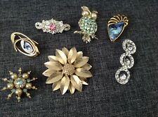 7 COSTUME BROOCHES - OWL, FLOWER, 1 is SARAH COV CANADA, ALL IN GREAT CONDITION