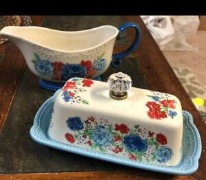Pioneer woman classic charm Butter Dish & Gravy Boat