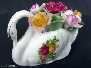 OLD COUNTRY ROSES FLORAL SWAN ORNAMENT, 1973-93, MADE IN ENGLAND. ROYAL ALBERT