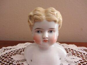 "BEAUTIFUL ANTIQUE ~ VTG PORCELAIN DOLL HEAD~ MOLDED BLONDE HAIR, BLUE EYES ~4.5"""