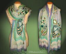 Beau Châle 100% laine coloris vert et bleu, motifs cachemire brodés - CH218