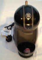 NESCAFÉ Dolce Gusto by De'Longhi EDG200.B Coffee/Beverage Maker Hot & Cold Water