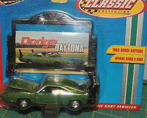 ONE 1969 GREEN  DODGE CHARGER DAYTONA + BILLBOARD 1:43 SCALE by Road Champs NWB