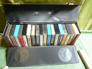 KONVOLUT: Internationale Musik auf 18 Musikkassetten mit Koffer!