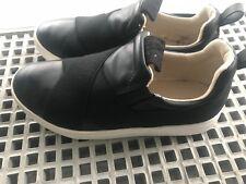 A saisir chaussures de ville sportwear sketchers T 36 Zara noires