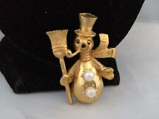 VTG. MAMSELLE FAUX PEARL ENAMEL SNOWMAN WITH HAT/PIPE BROOCH