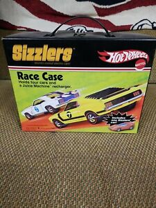 Hot Wheels SIZZLERS Race Case Includes 1 Car   NEW IN PACKAGE