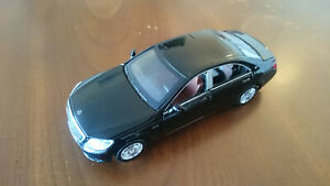 Diecast Maybach Mercedes Benz S600 1:32