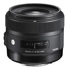 Sigma Kamera-Objektive mit 30mm Brennweite