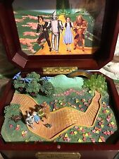 FOLLOW THE YELLOW BRICK ROAD WIZARD OF OZ MUSIC BOX 2004 ARDLEIGH ELLIOT