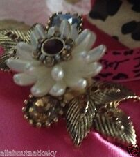 BETSEY JOHNSON Limited Edition ICONIC SUMMER METALLICS PEARL FLOWER RING Sz.7.5-