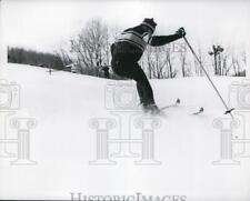 1969 Press Photo Skier Jimmy Heuga demonstrates his technique - net11804