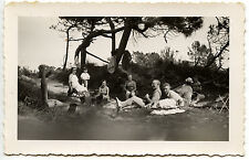 Famille camping pique-nique plage - photo ancienne an. 1950