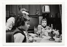PHOTO - Snapshot Vintage - Repas Famille Enfants - Télévision TV - 1972