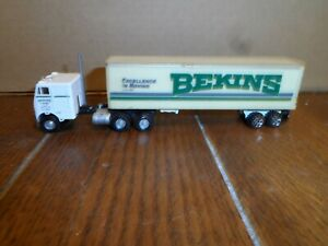 HO SCALE ATHEARN TRACTOR AND BOX TRAILER  BEKINS