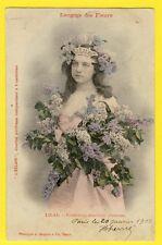 """cpa BERGERET Dos 1900 FEMME Langage des FLEURS """"LILAS"""" Journal L'ECLAIR"""