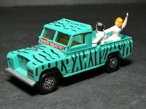"""Landrover 109"""" WB Camo Safari WhizzWheels Vintage Diecast With Figurines"""