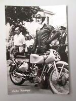 Foto b/n Emilio Mendogni su Moto Guzzi