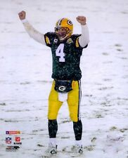 BRETT FAVRE  GREEN BAY PACKERS HALL OF FAME QUARTERBACK IN THE SNOW  8X10