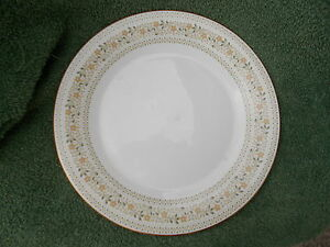 Royal Doulton PAISLEY Dinner Plate. Diameter 10 5/8 inches