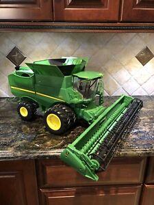 Ertl John Deere S670 Combine 1:16  Farm Toy Large Actual Replica Lights & Sound