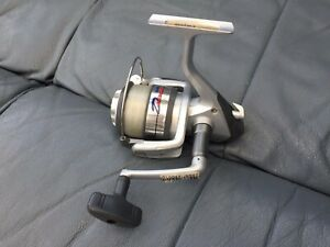 Daiwa 'D4000' Fixed Spool Spinning Reel - Very Smooth - NEW / Never Used.