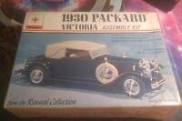 1930 Packard Victoria 1/48 scale model classic car Kit #152 Renwal collection