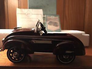 Hallmark Kiddie Car Classics 1937 Steelcraft Airflow Luxury Edition Murray NEW