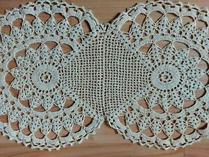 "Beautiful Vintage Handmade Oval Crochet Lace Beige Tablecloth Runner 18""x9.5"""