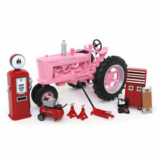 1/16 1939 Farmall M PINK Parts & Service set, 2018 Farm Show, ERTL 16370c NIB