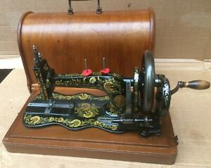 Beautiful Singer 12K New Family Fiddle base with Case and Ottoman Carnation