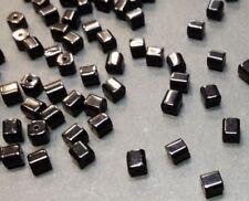 40 perles de verre carrées 4x4mm noir //5