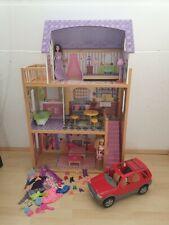 KidKraft 3 stöckig Puppenhaus Kayla mit 2 Barbies, Barbie SUV (Auto) und Zubehör