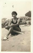 ORIGINAL B&W VINTAGE PIN-UP PHOTO - SHAPELY BRUNETTE AT THE BEACH