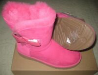 New UGG Classic Knot Short Bow Pink Sheepskin Boots US 6.5 Womens 1016416