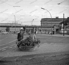 Negativ-West-Berlin-U-Bahn-Hallesches Tor-Kreuzberg-Gedenkbibliothek-VW-Käfer