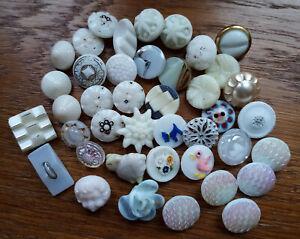 42 petits boutons anciens en verre de 1 cm