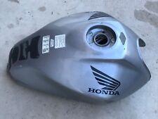 UN RESERVOIR ESSENCE NU TANK POUR MOTO HONDA 600 HORNET 2005 2006 BOSSELET