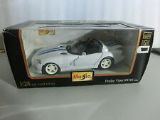 1:24 Maisto 51014  Dodge Viper RT/10 1996 weiss/blau (Sch1/2)