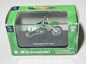 New-Ray Kawasaki Diecast Motorcycle KX250  Dirt Bike Green 1:32 Scale 2005 NIB