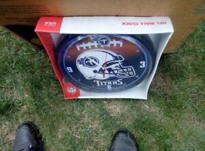 Tennessee Titans   ROUND CLOCK WITH BATTERIES