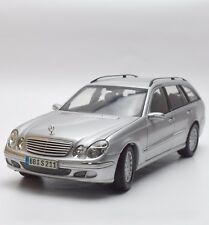 Kyosho Mercedes Benz E-Klasse W 211 T-Modell in silber lackiert , 1:18, V011