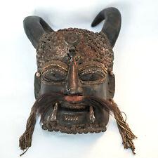 Gehörnter Bheirav Maske geweiht, mit Yakhaar Rudrakshasamen Horn verziert Nepal