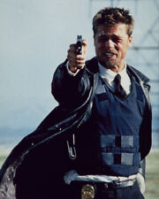Se7En Brad Pitt Dramatic Pointing Gun 8X10 Photograph