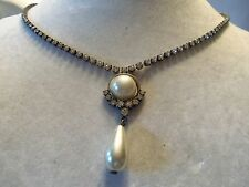 Vintage Silvertone Setting w/ Rhinestones & Faux PEARL Pendant Necklace 14N417