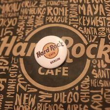 Hard Rock Cafe HRC BERLIN Logo Pin BUTTON Anstecknadel Neu New